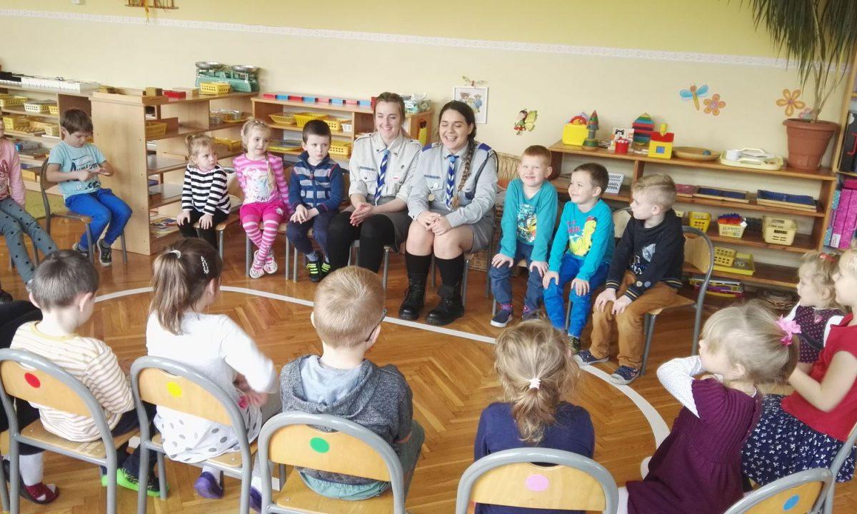 Spotkanie przedszkolaków z harcerzami