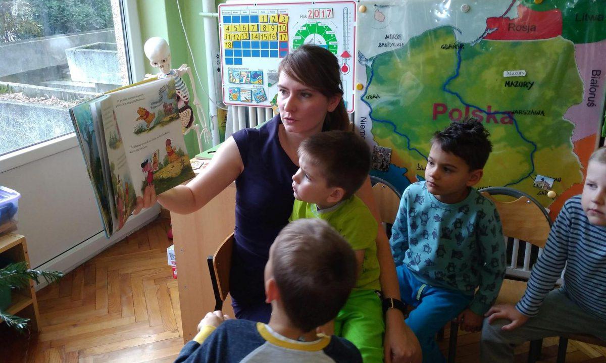 Rodzice czytają dzieciom