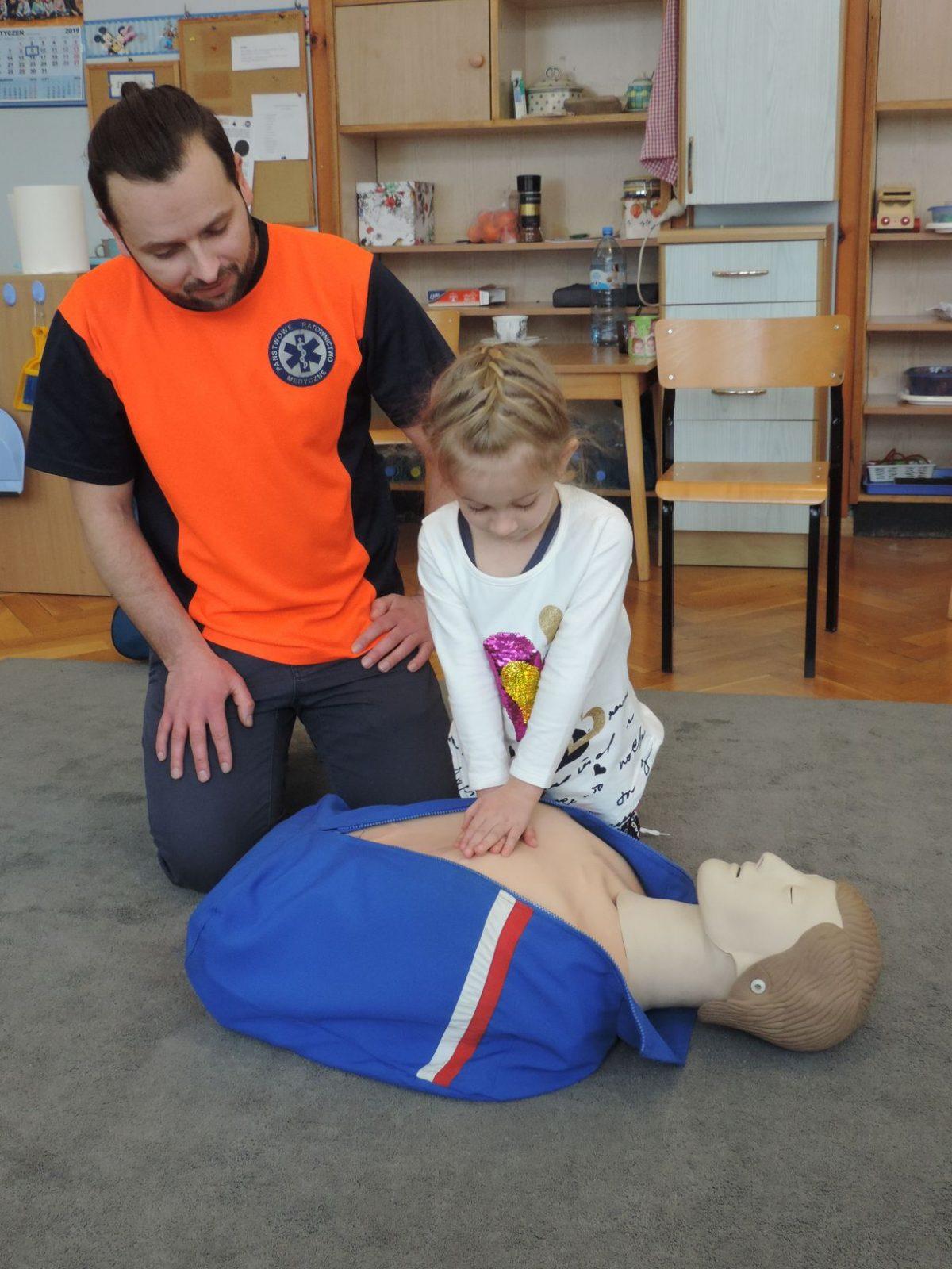 Spotkanie z ratownikiem medycznym. Lekcja udzielania pierwszej pomocy.