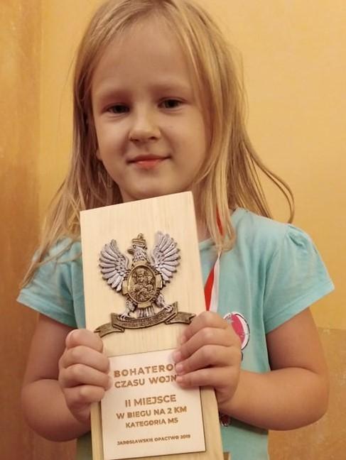 Pierwsze sukcesy w Grupie Czerwonej.
