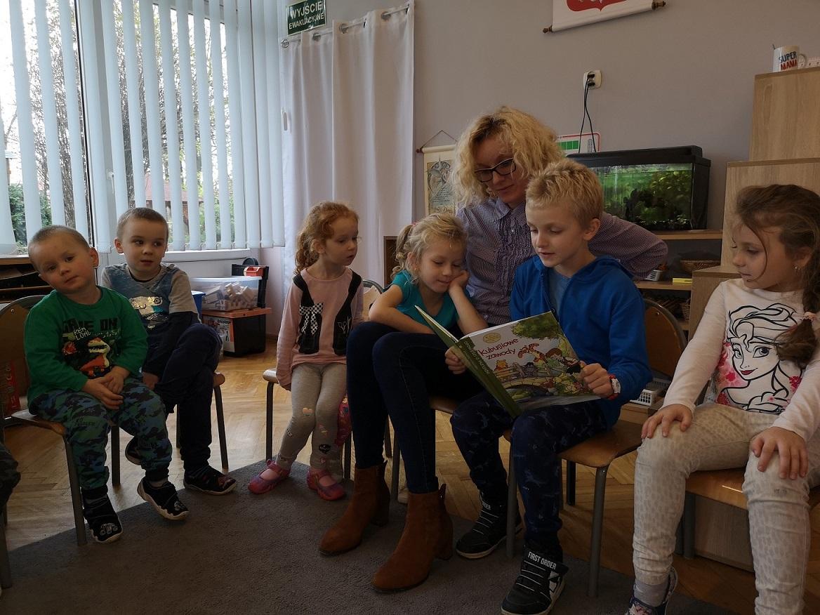 Rodzinne czytanie w grupie Czerwonej :)