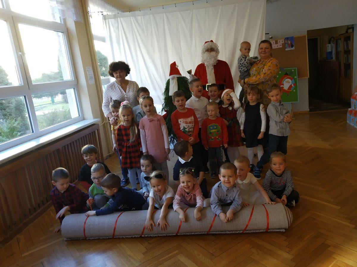 Spotkanie z Świętym Mikołajem .Wyjątkowy prezent Mikołajkowy od Rodziców.