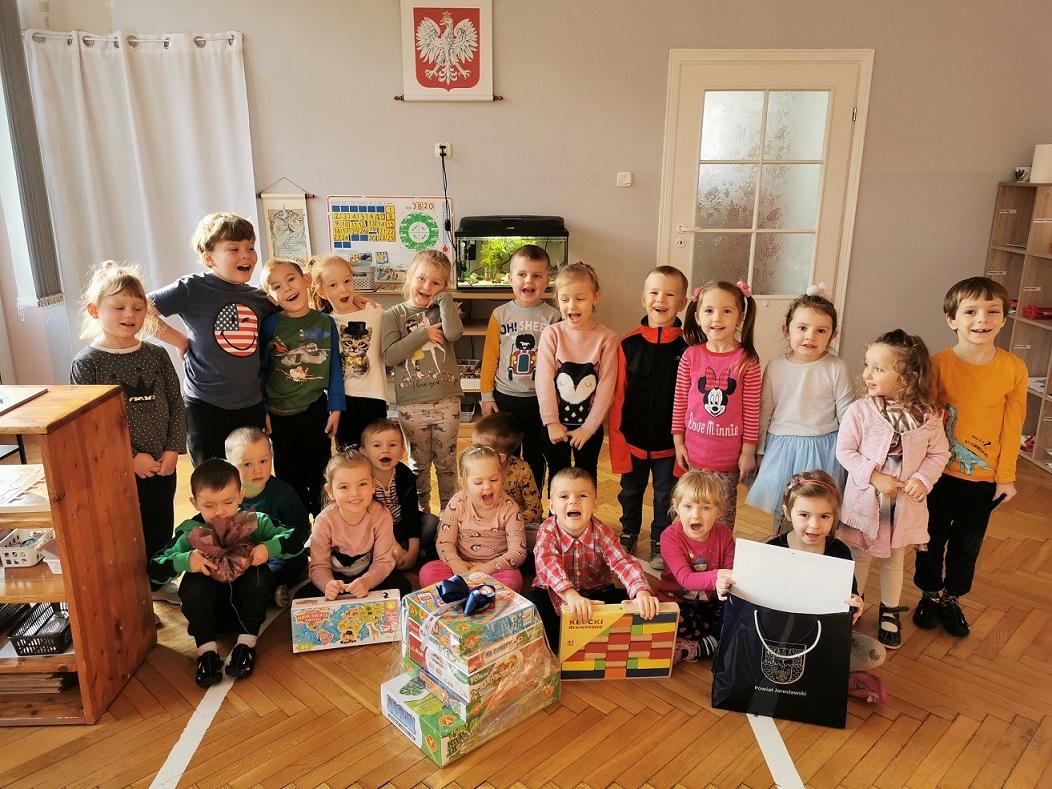 """Dziękujemy za nagrody za udział w 17 Przeglądzie Twórczości Dziecięcej """"Bajkowy Świat""""."""