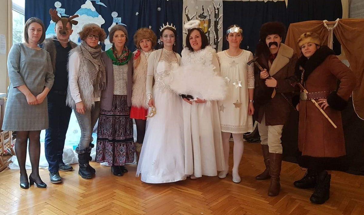 """""""Królowa Śniegu"""" w wykonaniu grupy teatralnej Rodziców"""